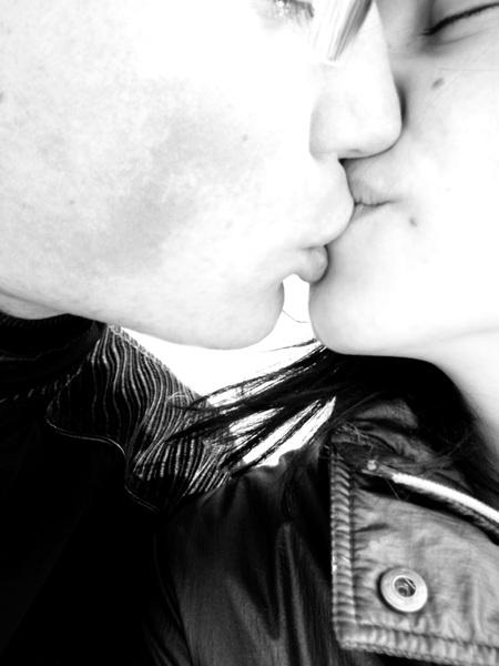 Nieko nėra saldžiau už bučinį :)