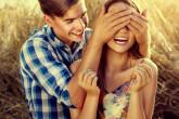 Kaip flirtuoja vaikinai? Populiariausi flirto triukai