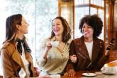Poros santykiai: ko apie juos nederėtų atskleisti net draugėms?