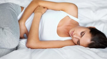 Ką valgyti kai kamuoja mėnesinių skausmas?