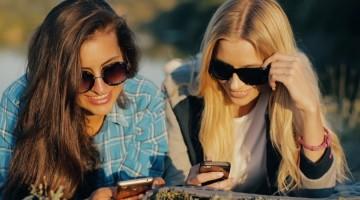 Apie ką moterys meluoja draugėms?