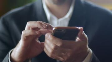 Ką daryti, jei partneris jus ignoruoja leisdamas laiką savo telefone