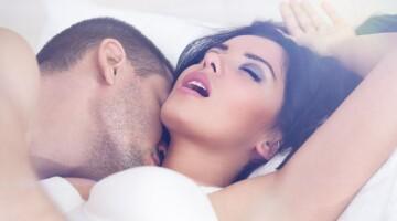 Kodėl sekso metu moterys aimanuoja?