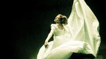 """""""Trash the dress"""" fotosesija po vandeniu virto stebuklingomis nuotraukomis (Foto)"""