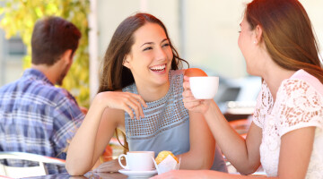 Kaip duoti tikrai naudingą santykių patarimą vienišai draugei