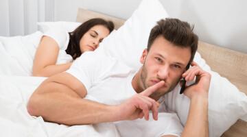 Kokių priežasčių vedami vyrai renkasi kitos moters lovą?