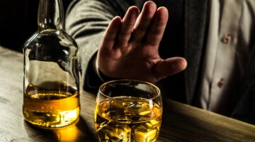 Nesutampantys alkoholio vartojimo įpročiai poroje neprivalo daryti įtaką santykiams
