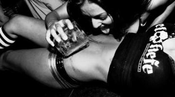 32 priežastys biseksualiam ryšiui tarp merginų