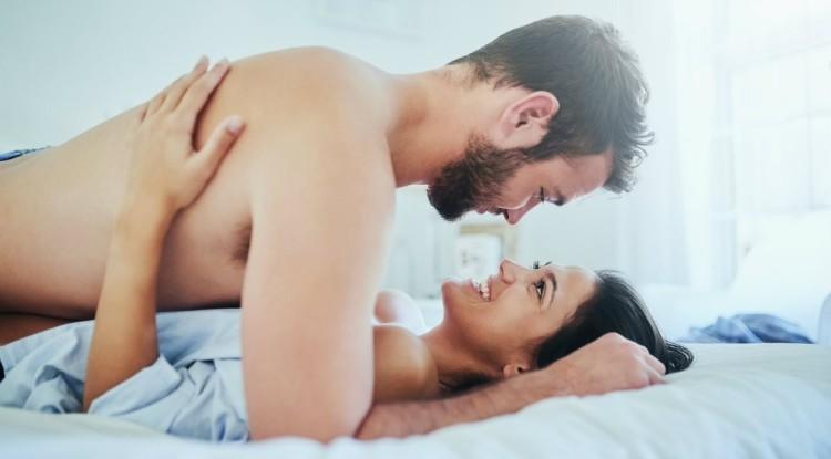 Couple-Bed-Sex-1109.jpg