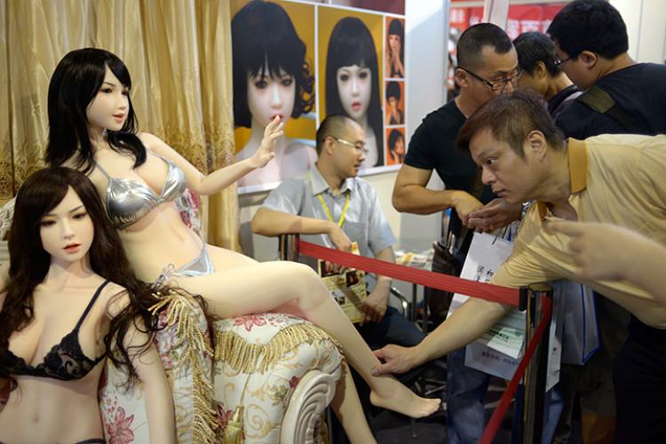 lifelike-plastic-sex-doll-004.jpg