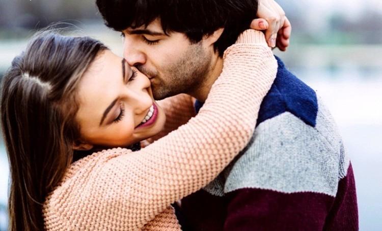 most-romantic-couple-boy-hugging-girl-wallpaper.jpg