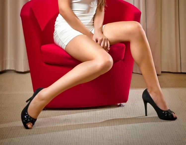 seksuali-moteris-kojos-62147363.jpg