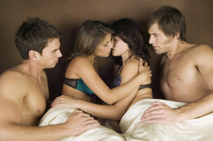 Популярные фильмы : Бисексуалы